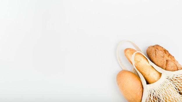 Plat brood in herbruikbare zak met kopie ruimte Gratis Foto
