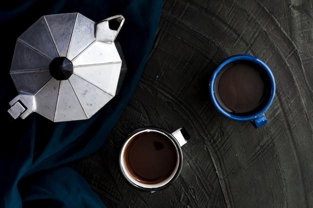 Plat kopjes zwarte koffie Gratis Foto