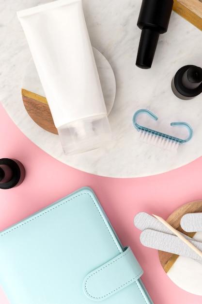 Plat lag apparatuur voor manicure, bovenaanzicht Premium Foto