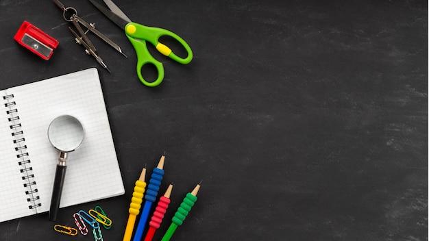 Plat lag assortiment onderwijsdagelementen met kopie ruimte Gratis Foto