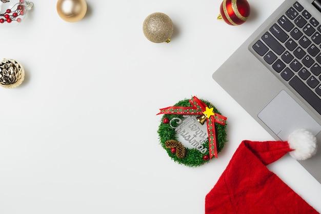 Plat lag bovenaanzicht kerst kantoor tafel bureau partij Premium Foto