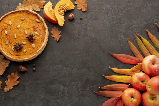 Plat lag frame met appels en taart Gratis Foto