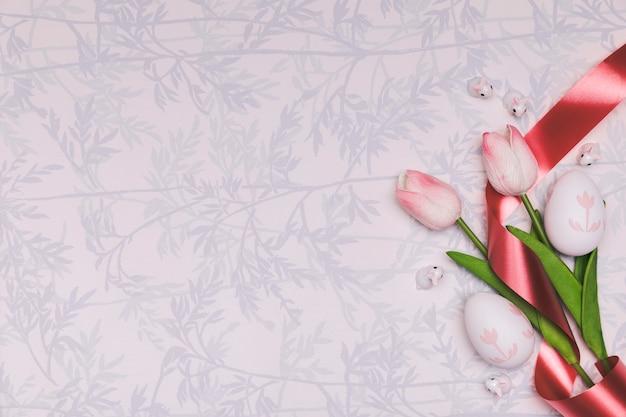 Plat lag frame met tulpen en kopie-ruimte Gratis Foto