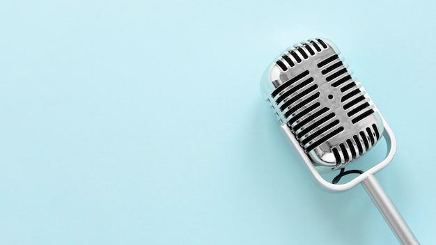Plat lag microfoon met kopie-ruimte Premium Foto