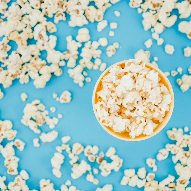 Plat lag popcorn samenstelling voor bioscoop concept Gratis Foto