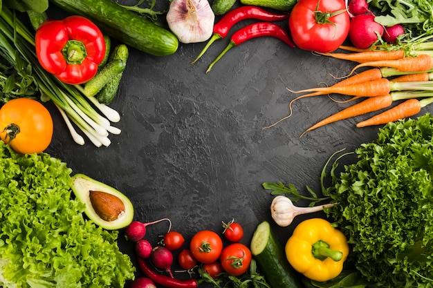 Plat lag samenstelling van groenten met copyspace Premium Foto
