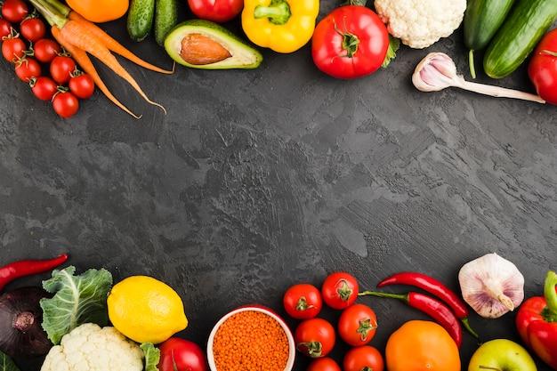 Plat lag samenstelling van groenten met copyspace Gratis Foto