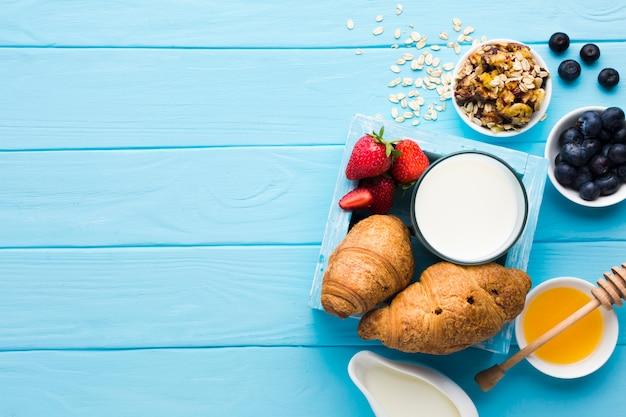 Plat lag samenstelling van het ontbijt met copyspace Gratis Foto