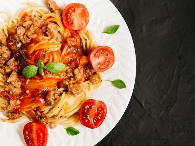 Plat lag samenstelling van pasta met copyspace Gratis Foto