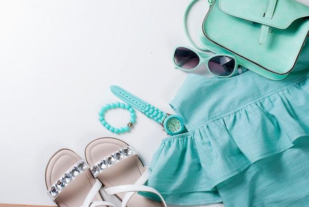 Plat lag set van kind kleden in turquoise kleuren Premium Foto