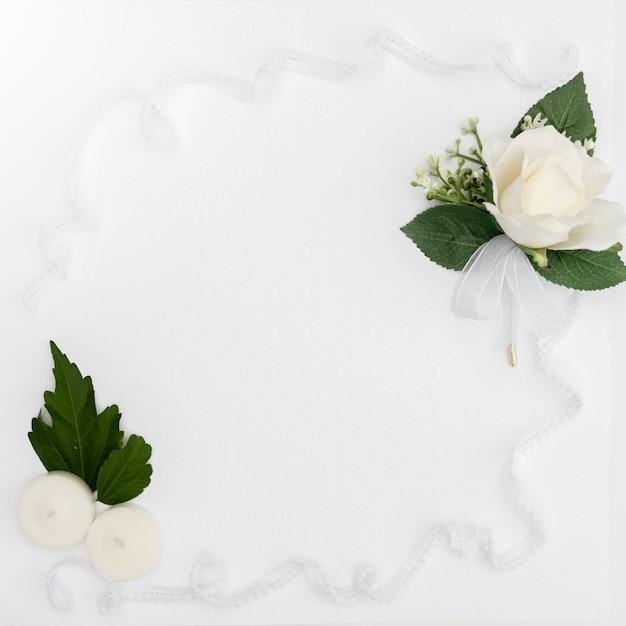 Plat leggen bruiloft bloem frame Gratis Foto