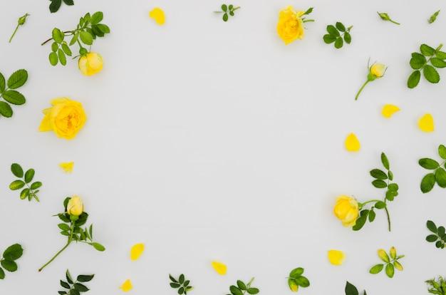 Plat leggen floral achtergrond met copyspace Gratis Foto