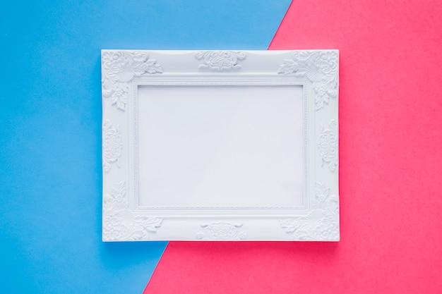 Plat leggen leeg frame op bicolor achtergrond Gratis Foto