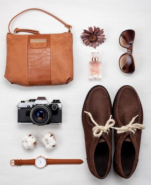 Plat leggen met stijlvolle femenine urban-outfit Premium Foto