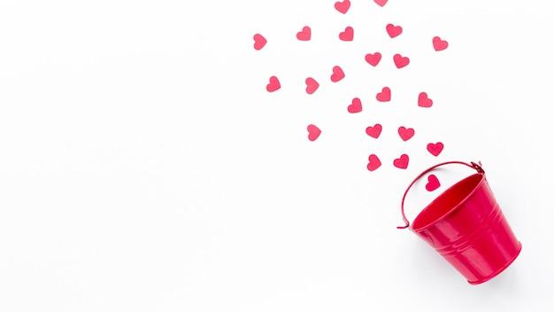 Plat leggen van emmer met harten en kopie ruimte Gratis Foto
