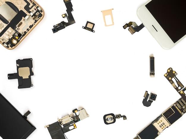 Plat leggen van slimme telefooncomponenten isoleren Premium Foto