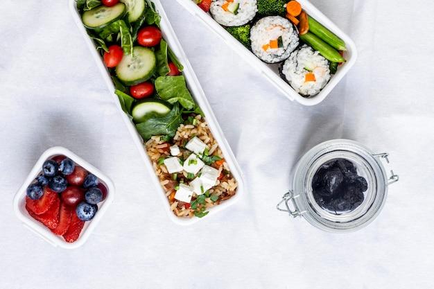 Plat leggen van vis, groenten en fruit Gratis Foto