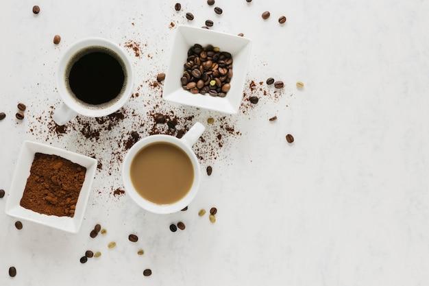 Plat leggen van warme koffie kopjes Gratis Foto