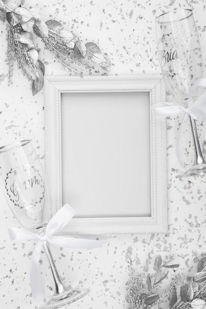 Plat leggen van witte bruiloft frame Gratis Foto