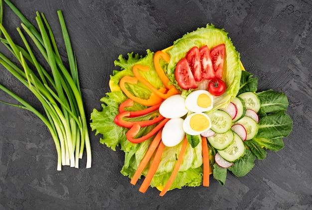 Plateau van gezond vers voedsel Gratis Foto