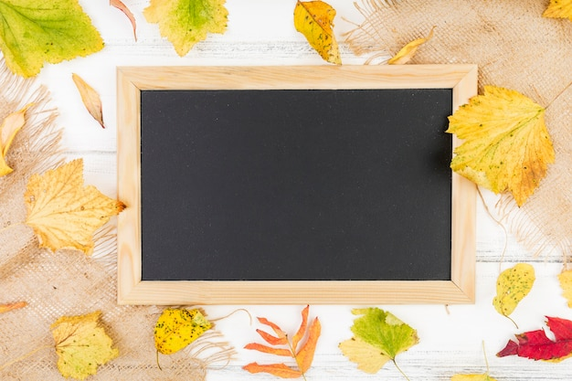 Platliggend zwart frame met mock-up Gratis Foto