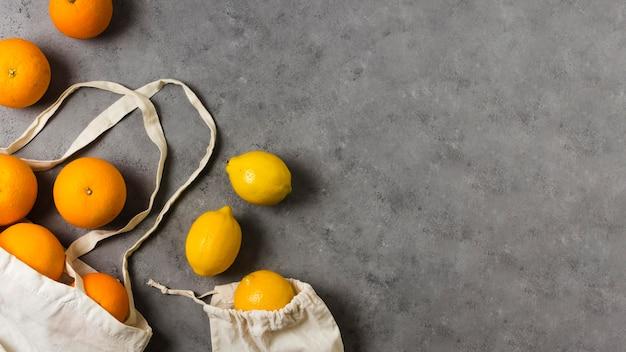 Platliggende sinaasappels voor een gezonde en ontspannen geest Gratis Foto