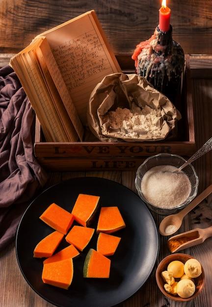 Pompoenstukken met suiker en kruiden Premium Foto