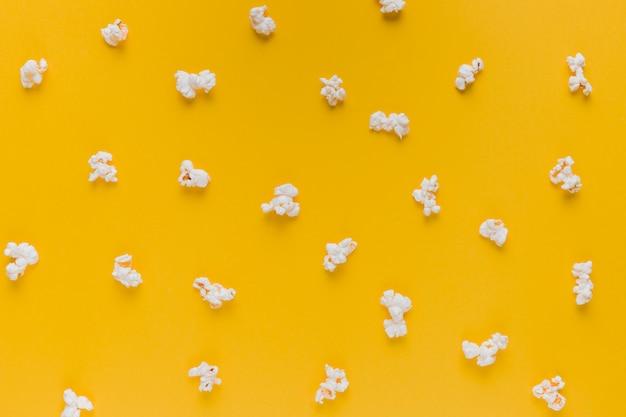 Popcorndoos met bioscoopkaartjes Premium Foto