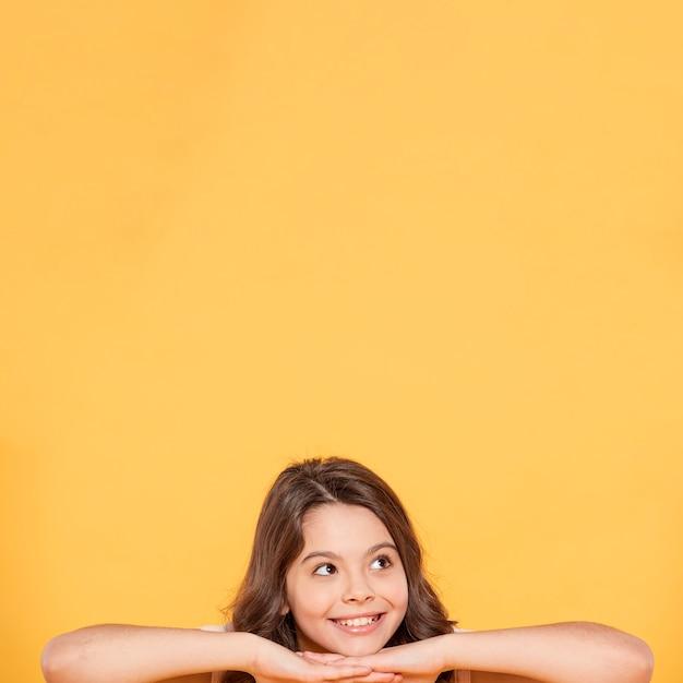 Portret smiley meisje Gratis Foto