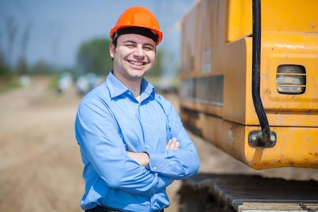 Portret van arbeider in een bouwwerf Premium Foto