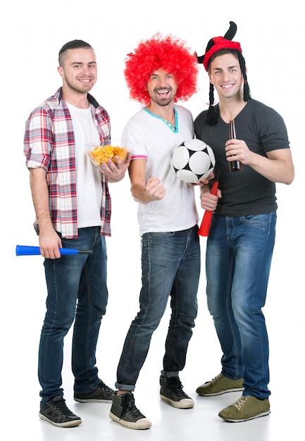 Portret van drie voetbalfans met voetbal. Premium Foto