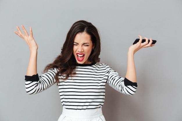 Portret van een boze vrouw schreeuwen Gratis Foto