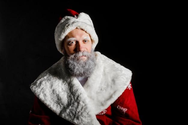 Portret van een brute volwassen kerstman Premium Foto