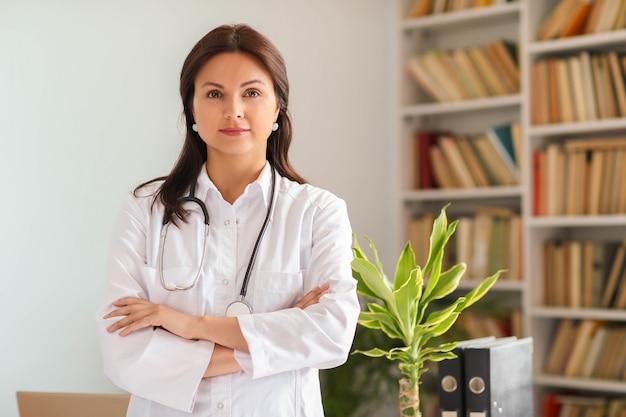Portret van een dokter Gratis Foto