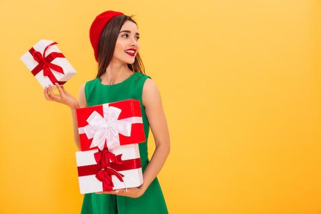 Portret van een gelukkige jonge vrouw Premium Foto