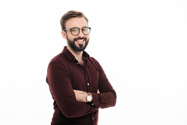 Portret van een glimlachende jonge man in brillen Gratis Foto