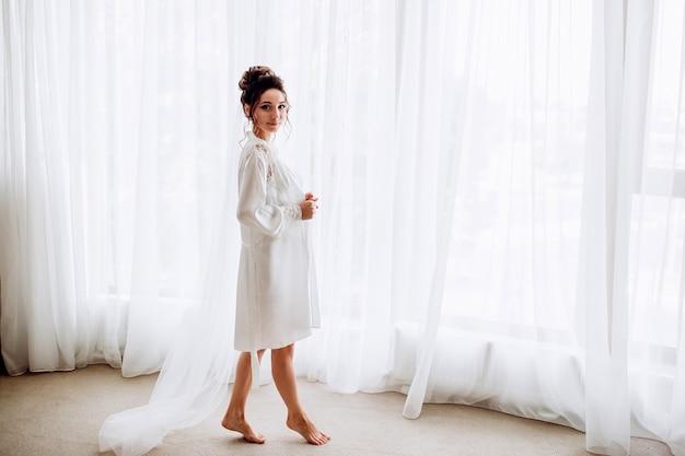 Portret van een jonge mooie bruid Premium Foto