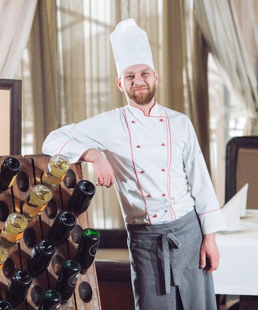 Portret van een kok in een restaurant. Premium Foto