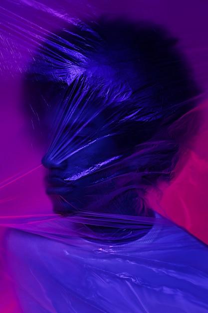 Portret van een man met plastic folie Gratis Foto