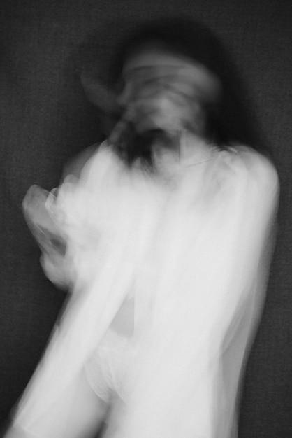 Portret van een meisje met psychische stoornissen Premium Foto