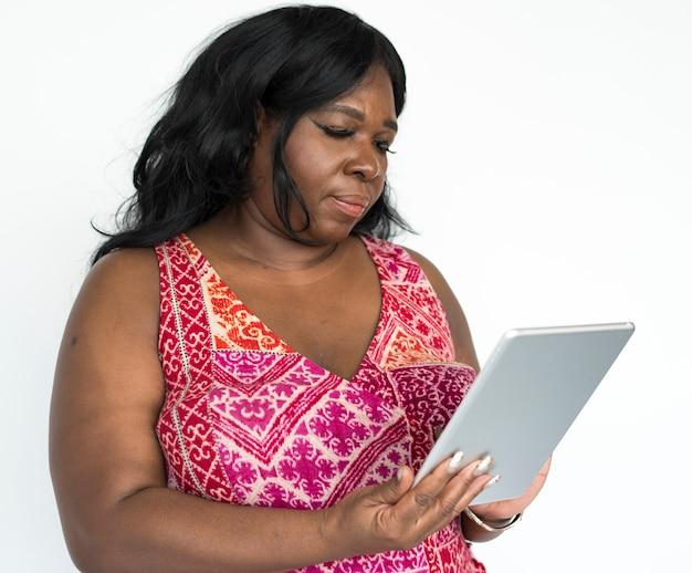 Portret van een mooie volwassen afrikaanse amerikaanse vrouw Premium Foto