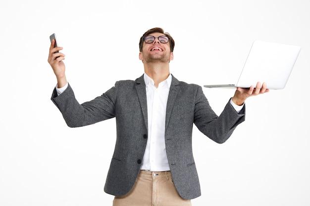 Portret van een tevreden gelukkig zakenman in brillen Gratis Foto