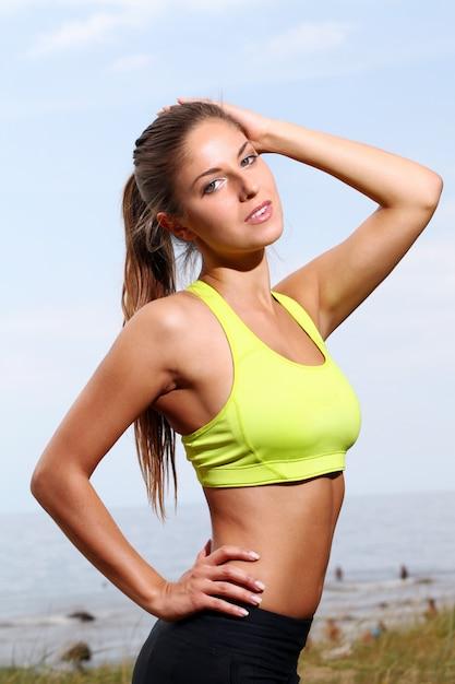 Portret van fitness vrouw Gratis Foto