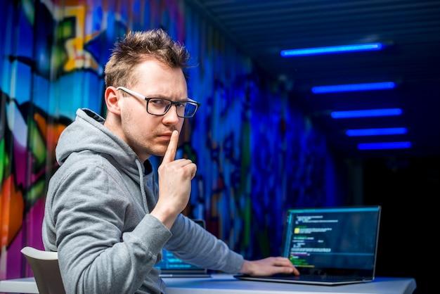 Portret van hacker Gratis Foto