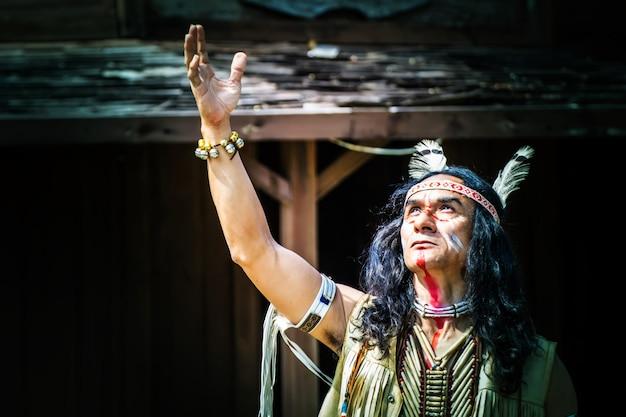 Portret van indiaanse man. Premium Foto