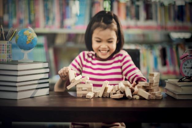 Portret van kind schattig aziatisch meisje Gratis Foto