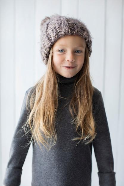 Portret van lachende meisje Gratis Foto