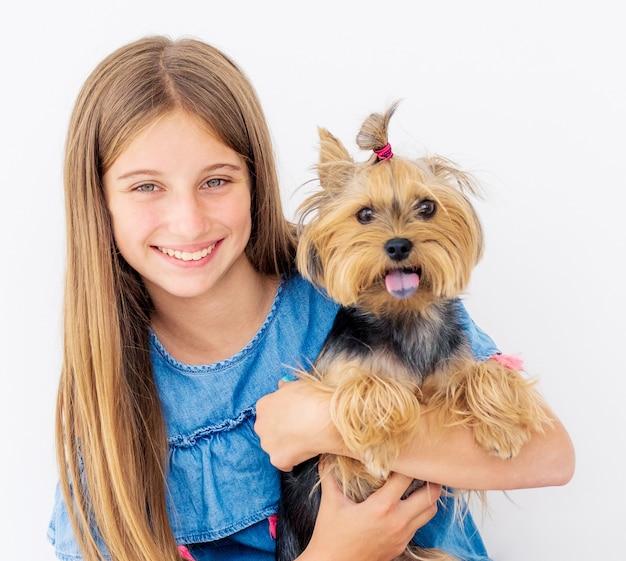 Portret van meisje met hond Premium Foto