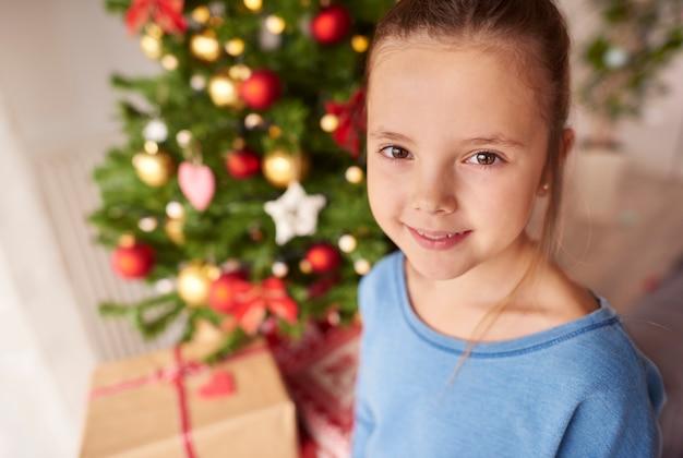 Portret van mooi meisje met kerstmis Gratis Foto
