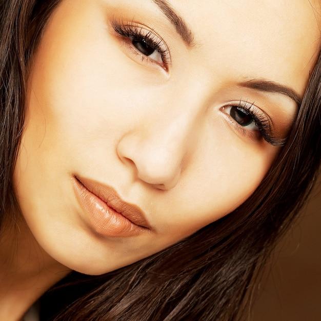 Portret van mooie jonge vrouw Premium Foto